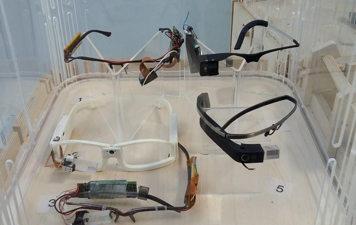 Varias versiones de las Google Glass