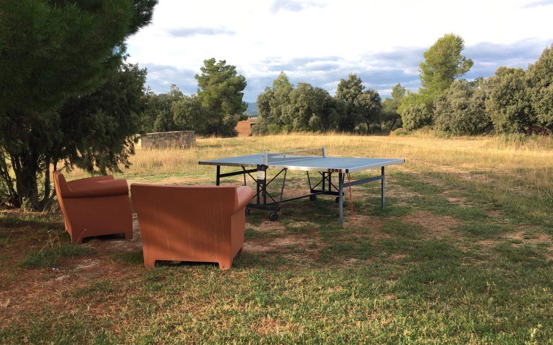 Sofás y pingo-pong exterior