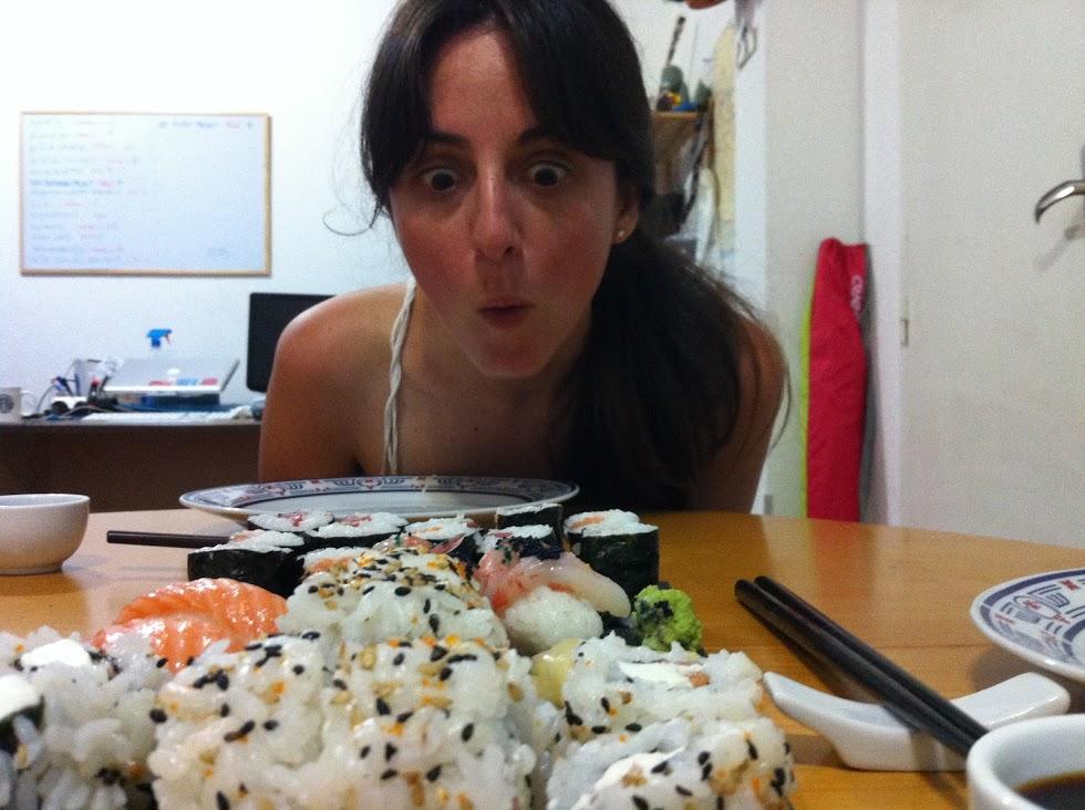 Pilar probando Sushi